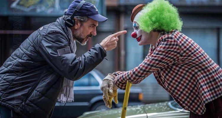 Todd Phillips e Joaquin Phoenix no set de filmagens.